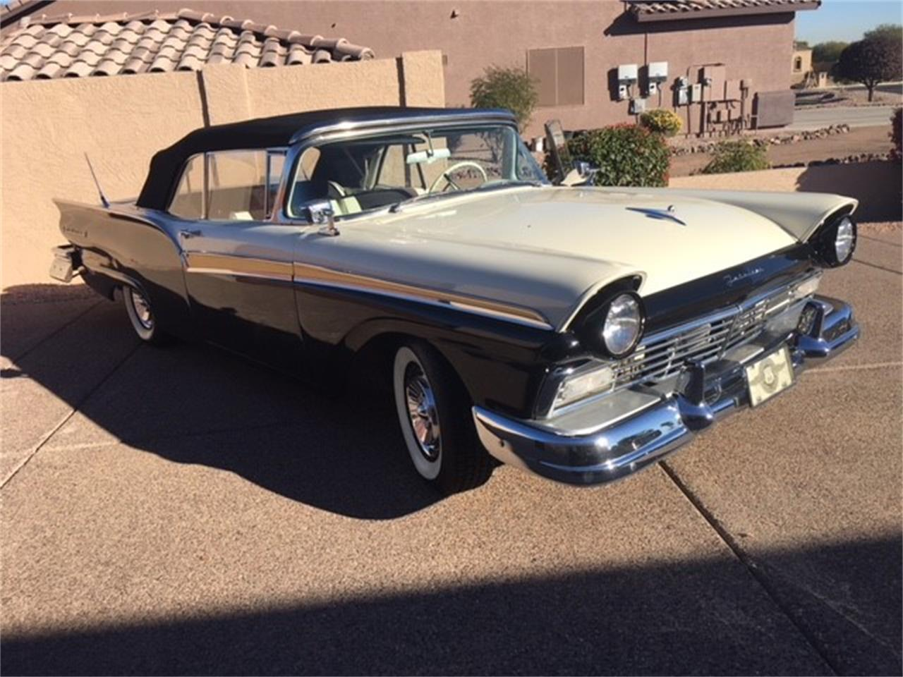Large Picture of '57 Ford Fairlane 500 Auction Vehicle Offered by Russo and Steele - MO8W
