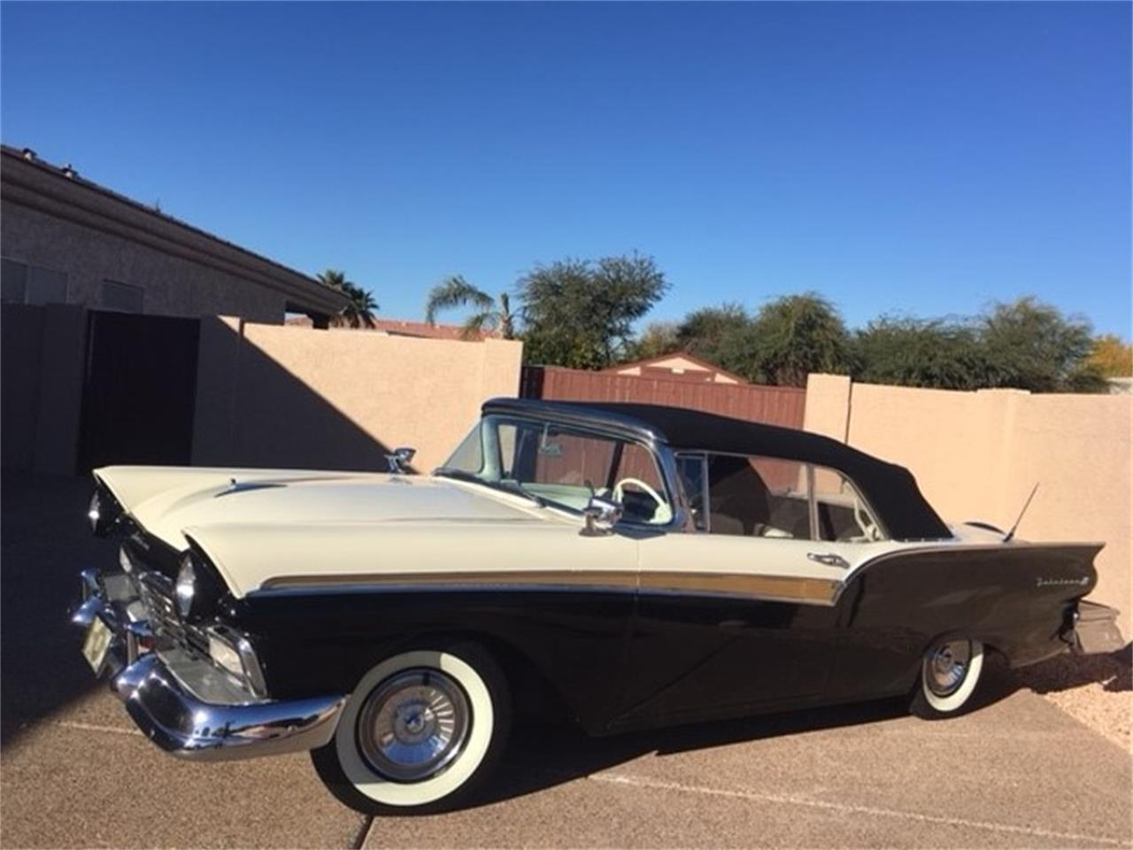 Large Picture of '57 Ford Fairlane 500 - MO8W