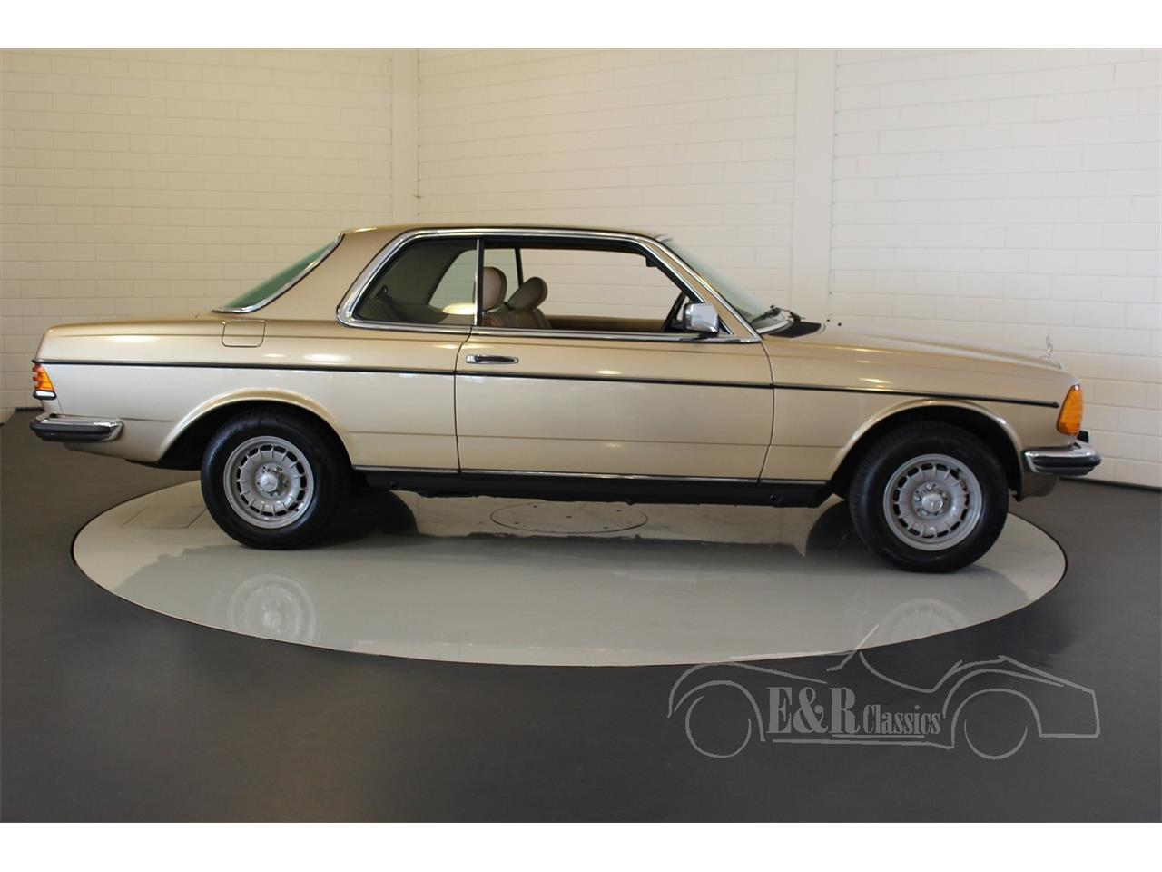 Large Picture of '84 Mercedes-Benz 230 - MO97