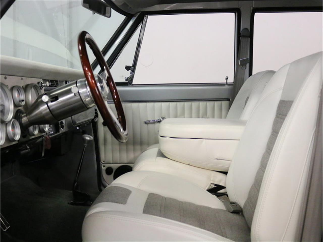 Large Picture of Classic 1971 Suburban Offered by Streetside Classics - Dallas / Fort Worth - MOA7