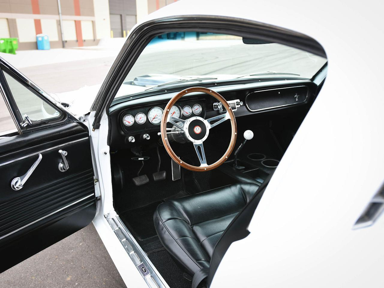 Large Picture of 1965 Mustang located in Illinois - MOAC