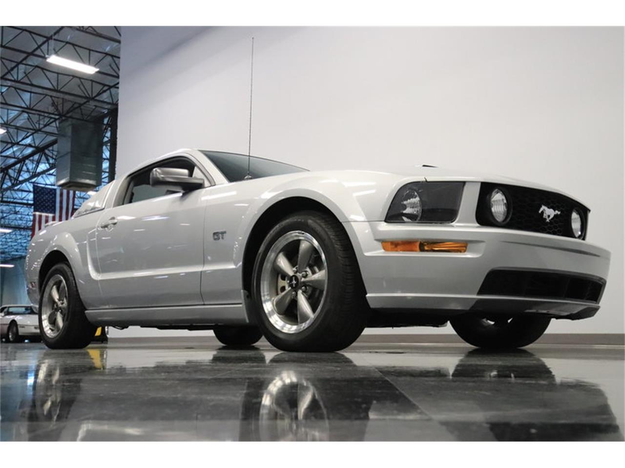 Large Picture of '05 Ford Mustang GT located in Arizona Offered by Streetside Classics - Phoenix - MOAI