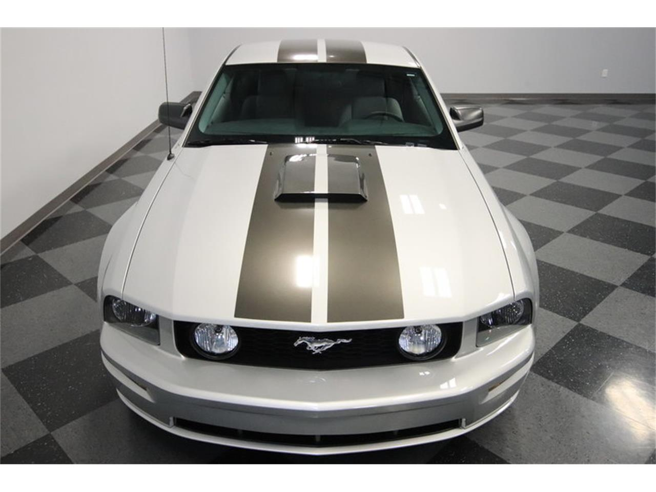 Large Picture of 2005 Ford Mustang GT located in Arizona - $16,995.00 Offered by Streetside Classics - Phoenix - MOAI