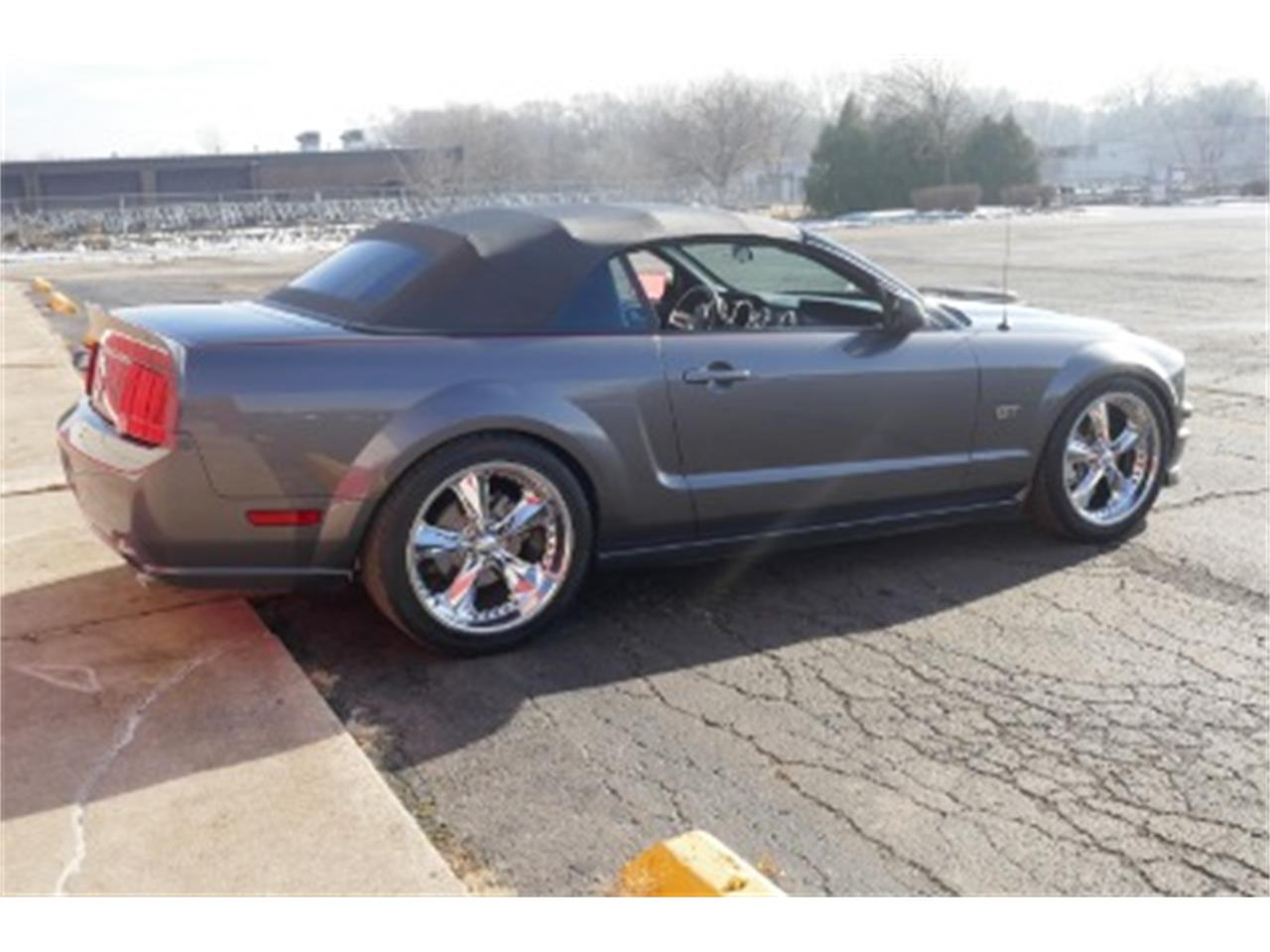Large Picture of 2006 Ford Mustang - MOAW
