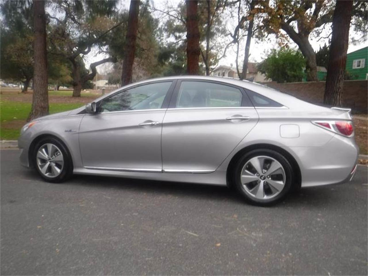 Large Picture of '11 Hyundai Sonata located in Thousand Oaks California - MOBC