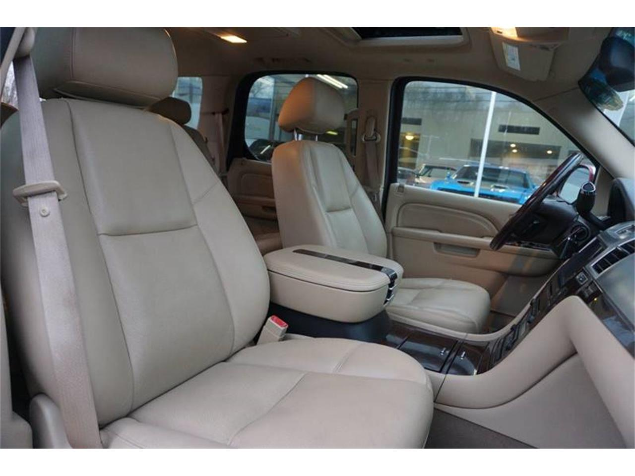 Large Picture of '10 Escalade - MODT
