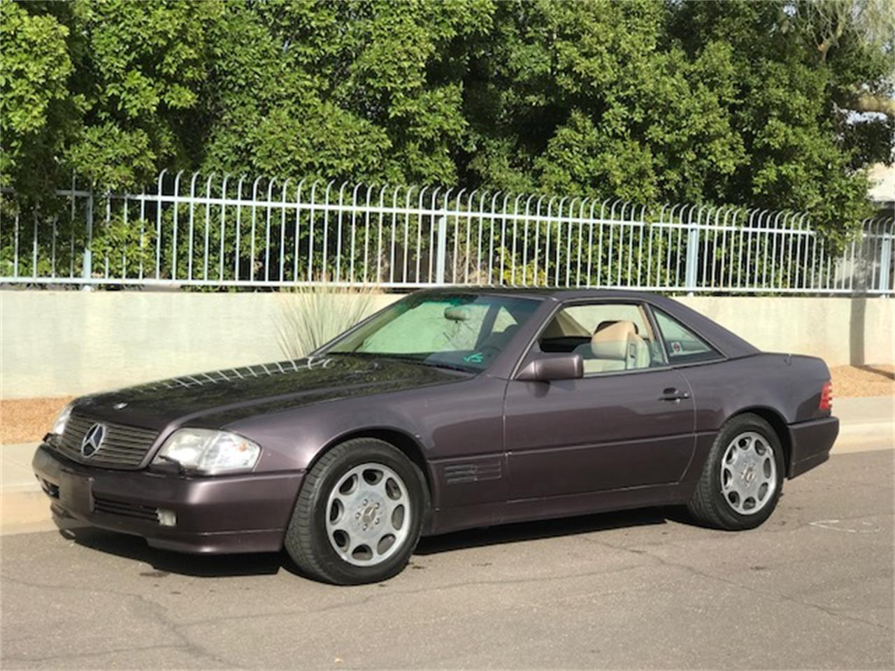 Large Picture of '92 Mercedes-Benz SL500 Auction Vehicle Offered by Russo and Steele - MOE6