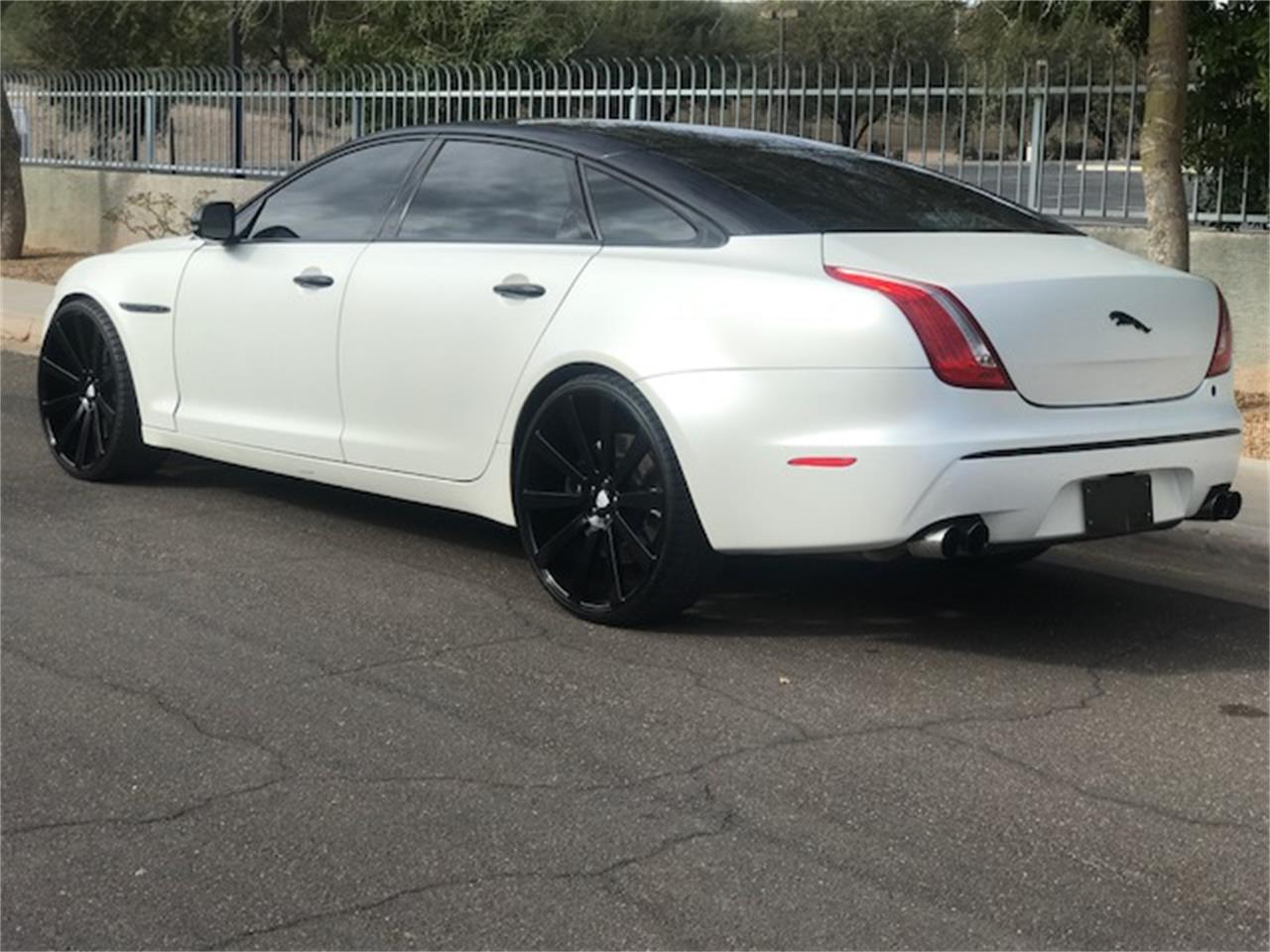 Large Picture of '11 Jaguar XJL Supercharged Auction Vehicle Offered by Russo and Steele - MOE8