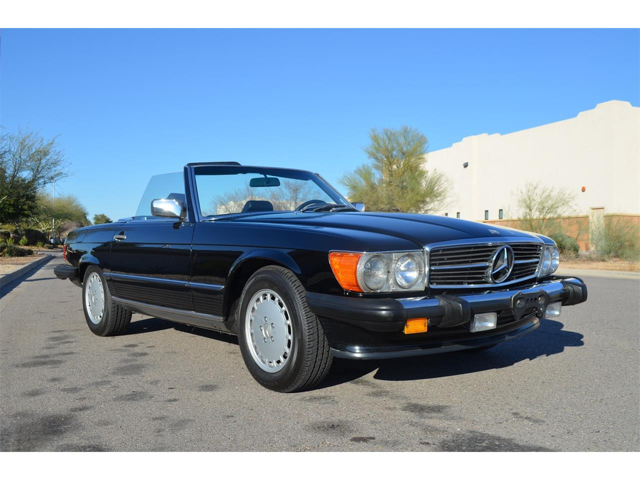 Large Picture of 1989 Mercedes-Benz 560SL located in Arizona Auction Vehicle Offered by Russo and Steele - MOEB