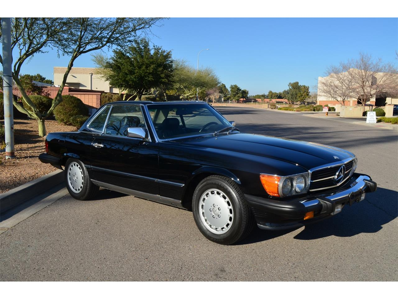 Large Picture of '89 560SL located in Arizona Offered by Russo and Steele - MOEB
