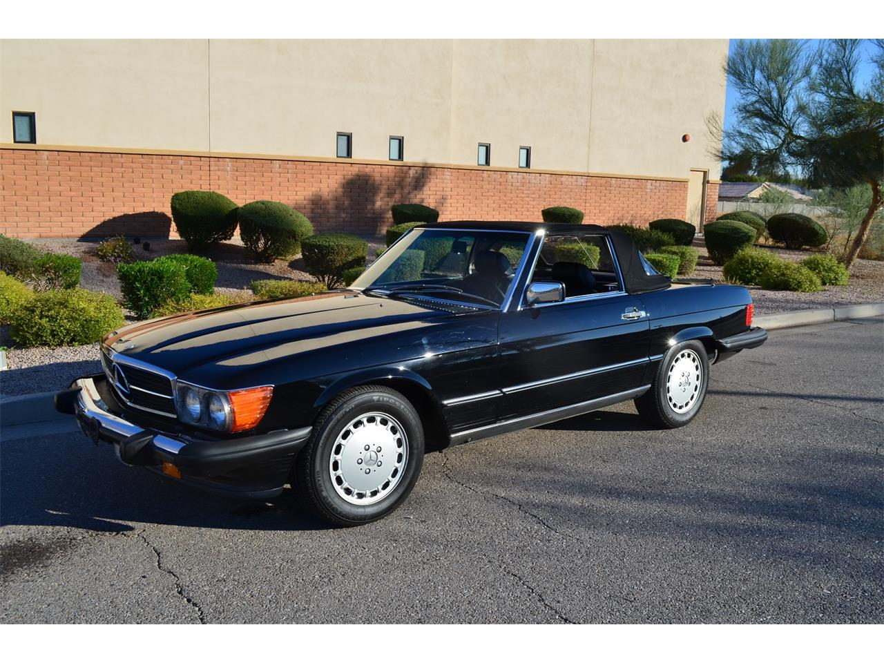 Large Picture of 1989 560SL Auction Vehicle Offered by Russo and Steele - MOEB