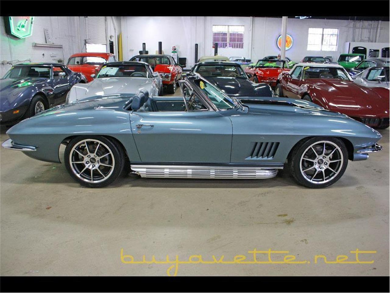 Large Picture of '67 Corvette - MOZH