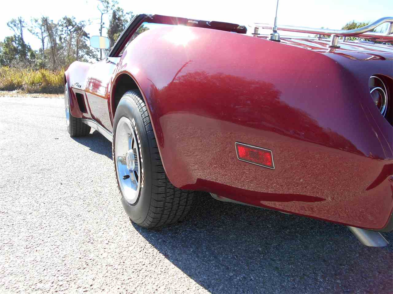 Large Picture of '75 Corvette - MUDY