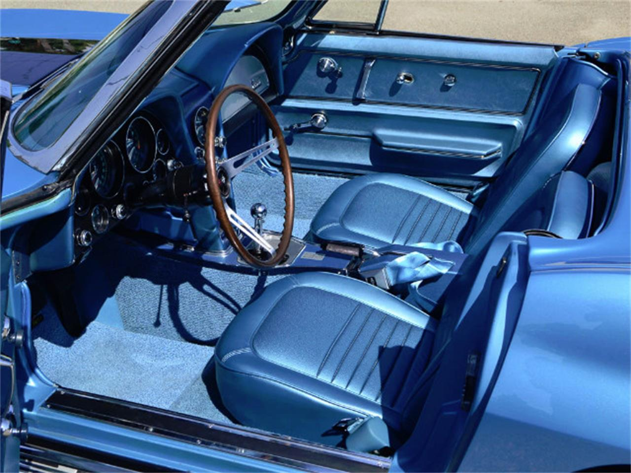 Large Picture of '67 Corvette located in Anaheim California - MQNE