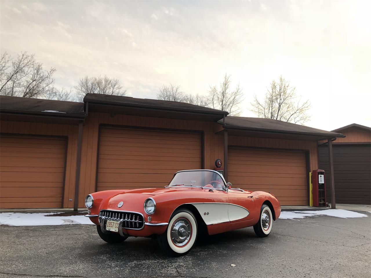 Large Picture of Classic '57 Chevrolet Corvette Auction Vehicle Offered by Earlywine Auctions - MYHK
