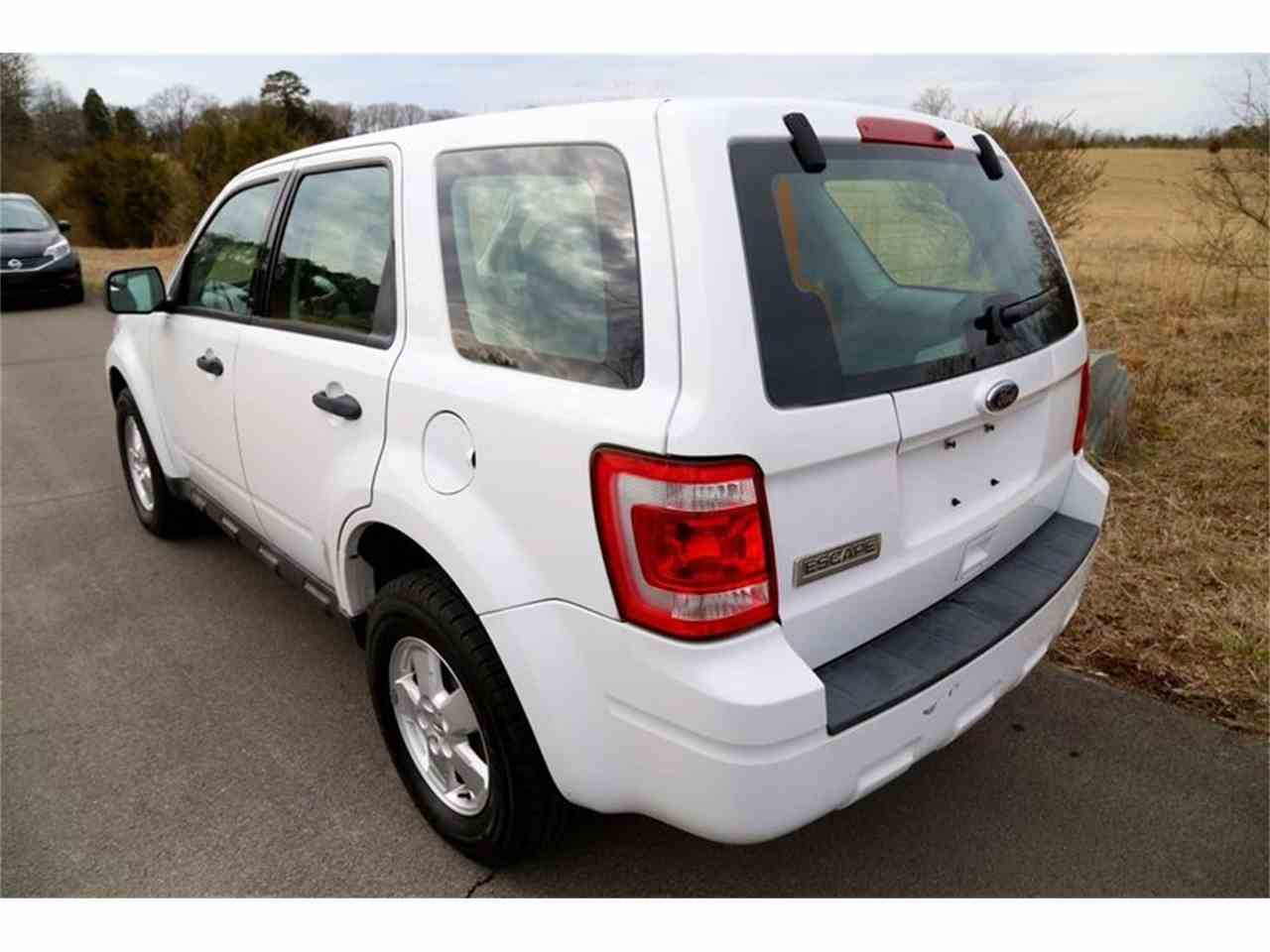 Large Picture of 2010 Ford Escape located in Tennessee - $3,950.00 - MYZ9