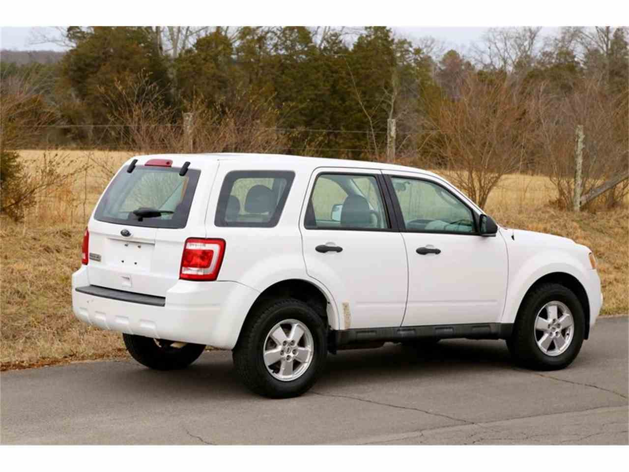 Large Picture of '10 Ford Escape located in Lenoir City Tennessee - MYZ9