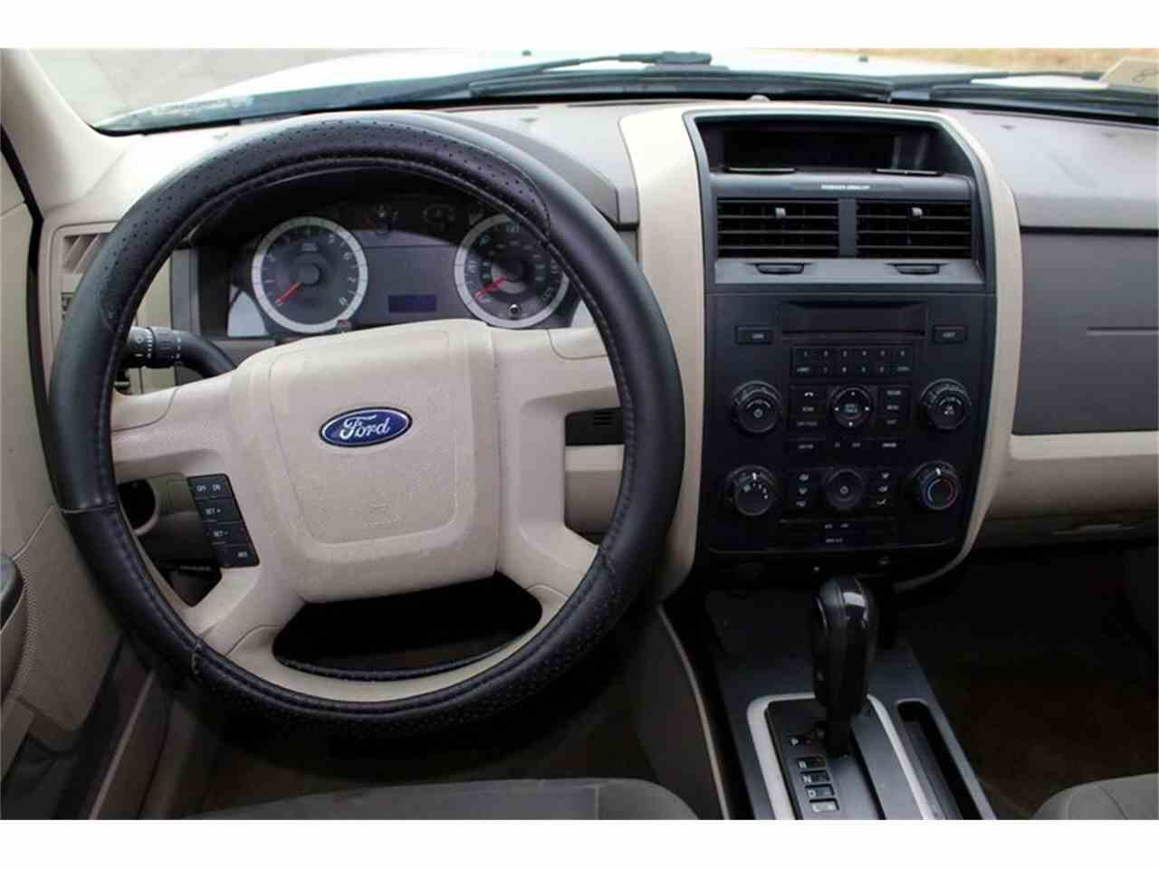 Large Picture of 2010 Ford Escape located in Tennessee - MYZ9