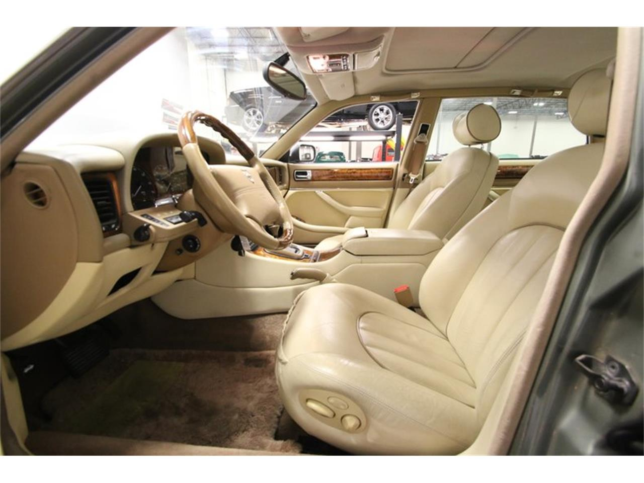 Large Picture of 1996 Jaguar XJ located in Tennessee - $13,995.00 - MZ6E