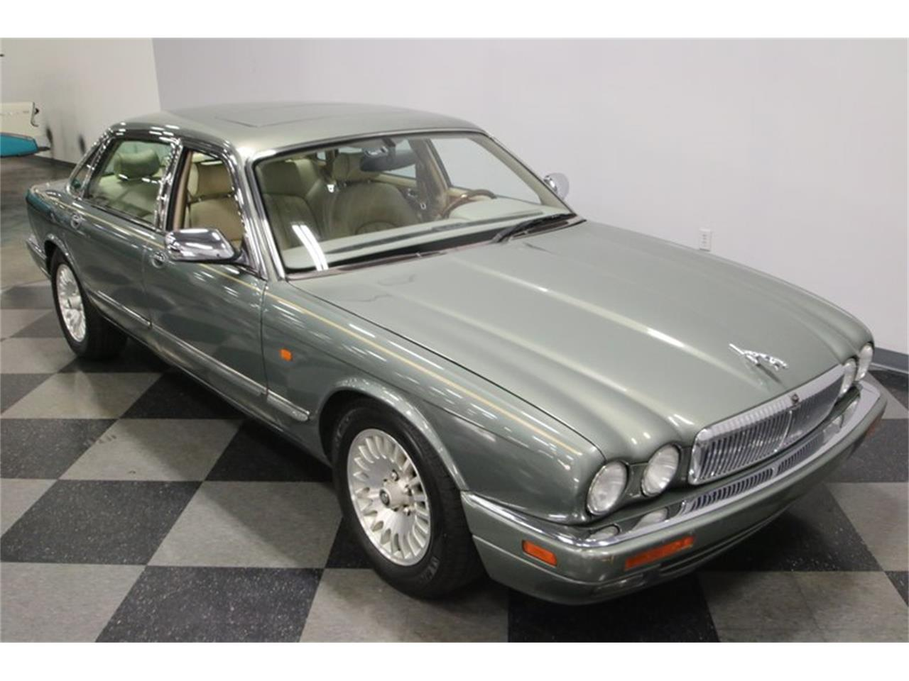 Large Picture of 1996 Jaguar XJ located in Tennessee Offered by Streetside Classics - Nashville - MZ6E