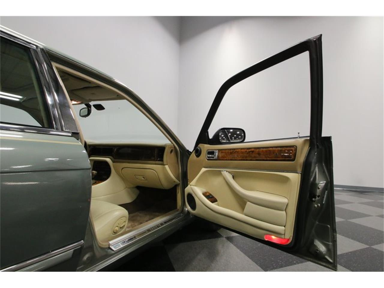 Large Picture of '96 Jaguar XJ located in Tennessee - $13,995.00 - MZ6E