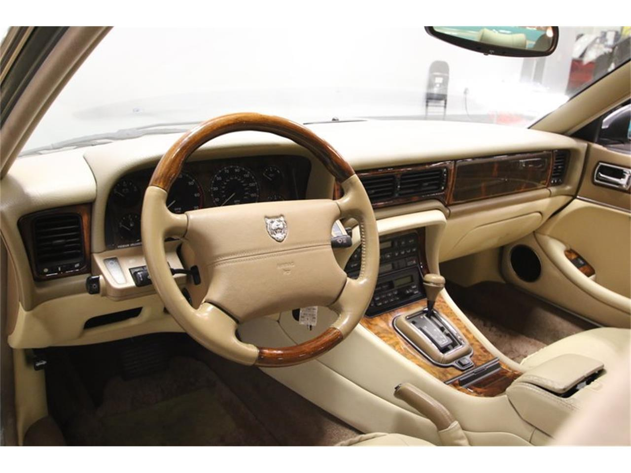 Large Picture of '96 Jaguar XJ located in Lavergne Tennessee Offered by Streetside Classics - Nashville - MZ6E