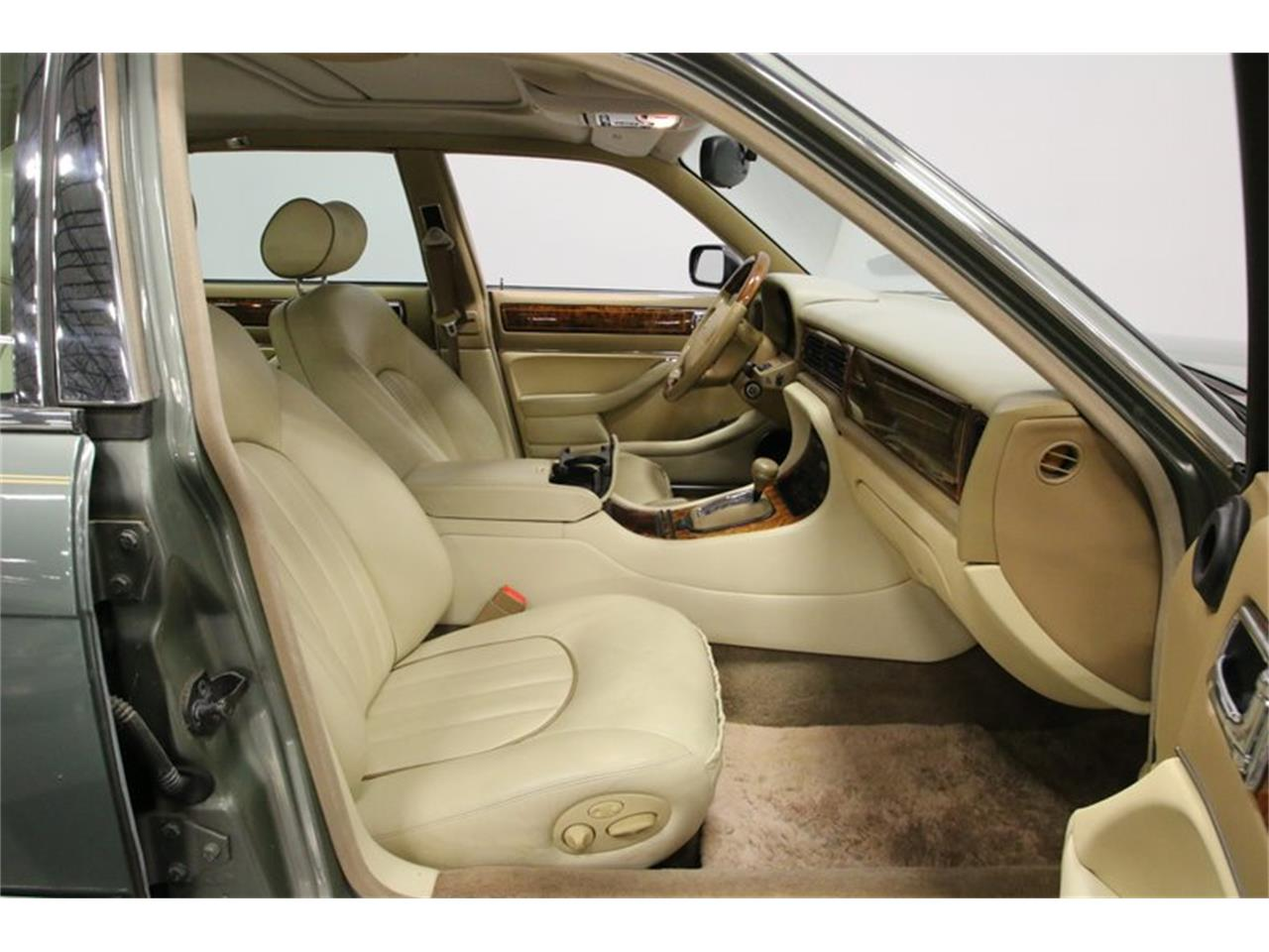 Large Picture of 1996 Jaguar XJ located in Lavergne Tennessee Offered by Streetside Classics - Nashville - MZ6E