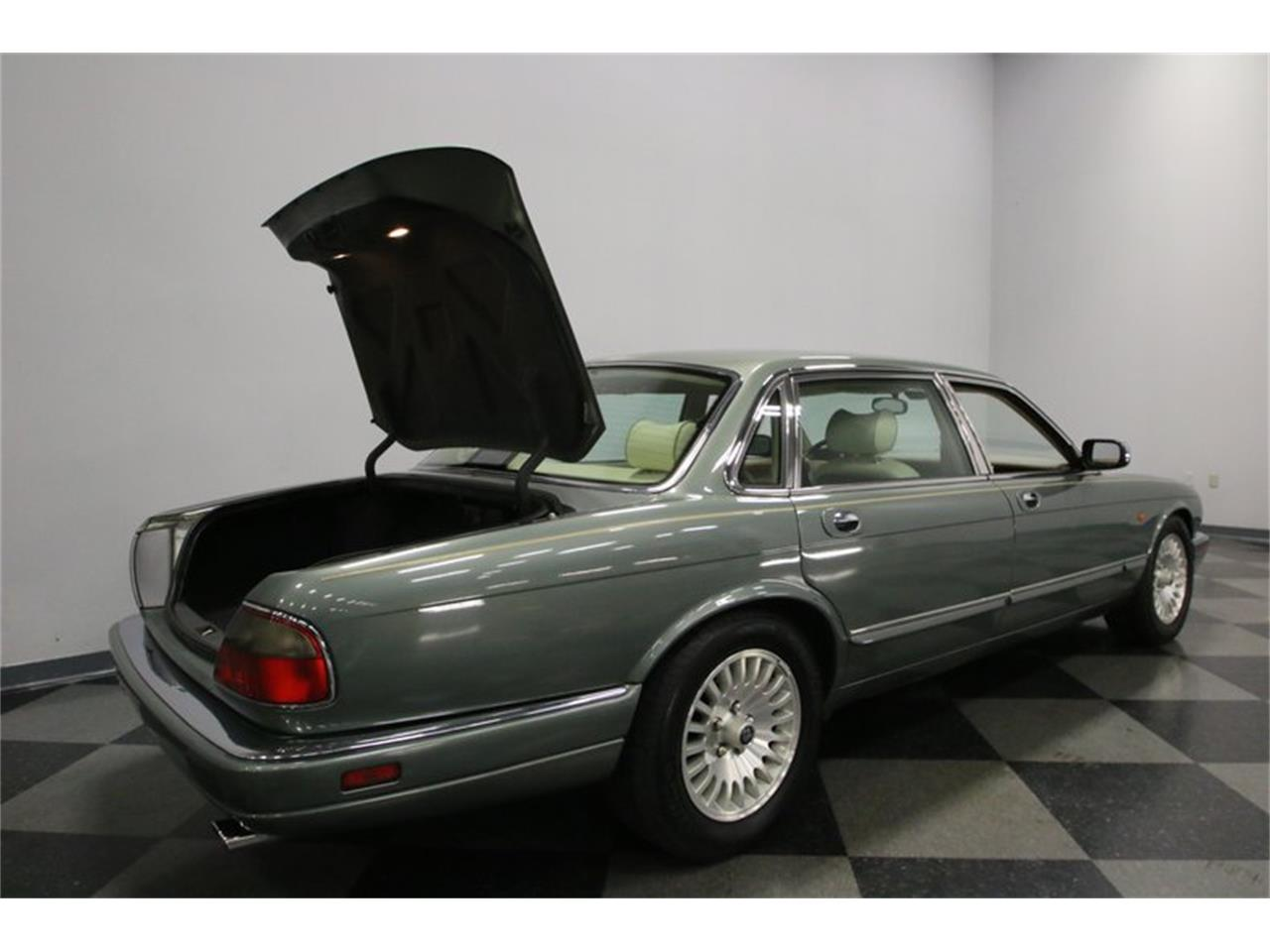 Large Picture of 1996 Jaguar XJ located in Tennessee - MZ6E