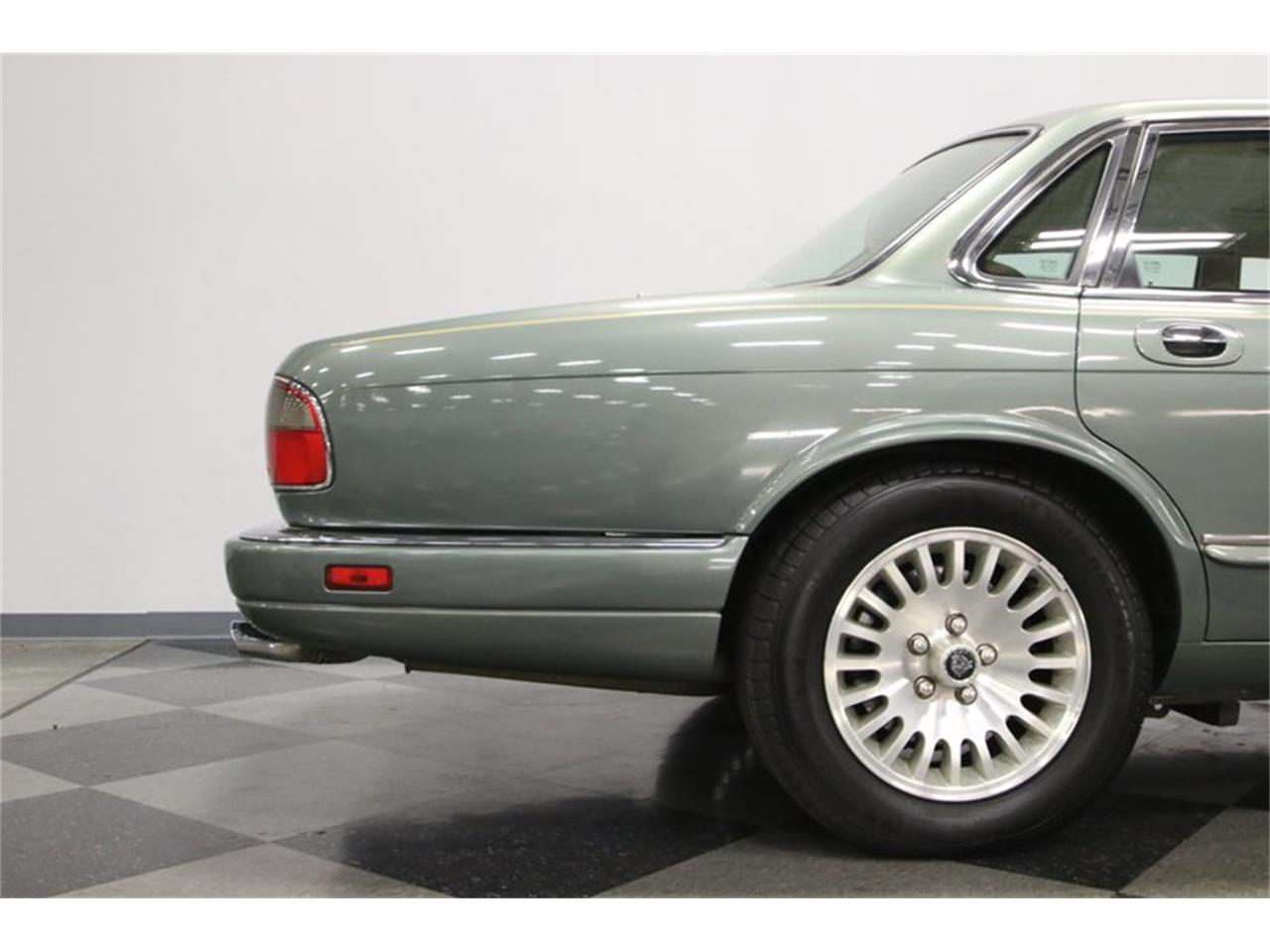Large Picture of 1996 Jaguar XJ located in Lavergne Tennessee - $13,995.00 Offered by Streetside Classics - Nashville - MZ6E