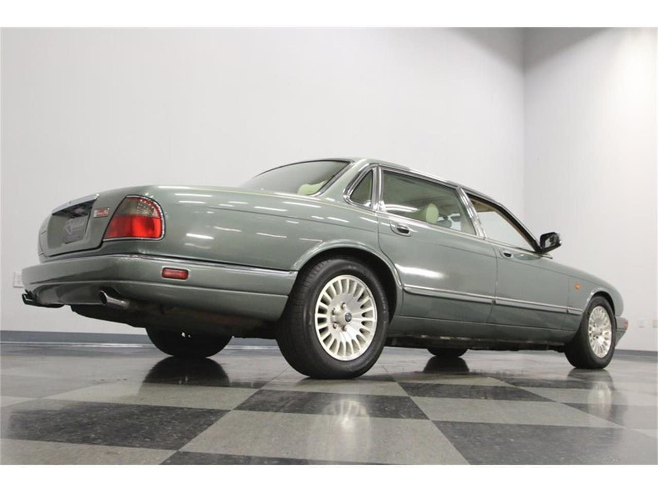 Large Picture of 1996 Jaguar XJ located in Tennessee - $13,995.00 Offered by Streetside Classics - Nashville - MZ6E