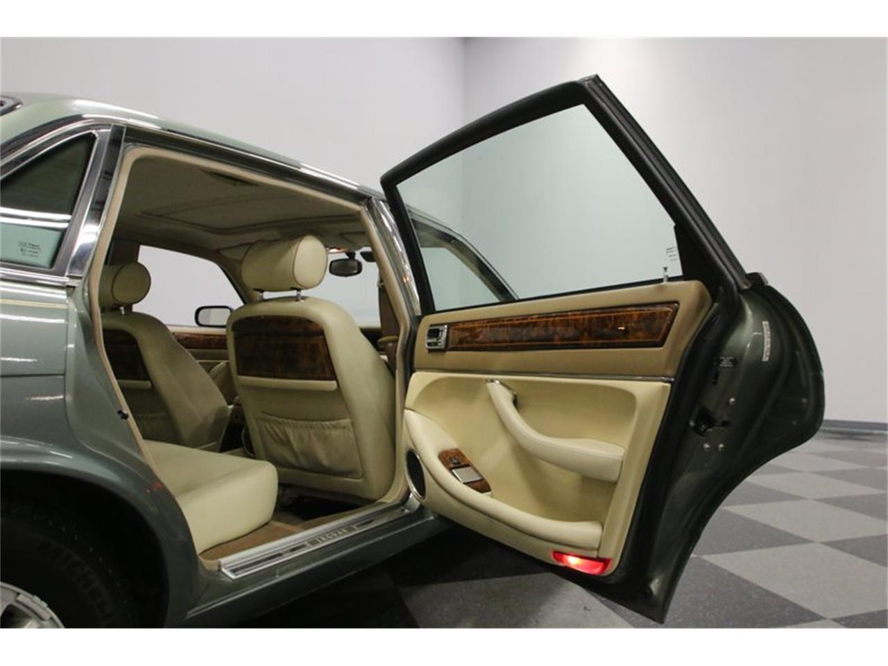 Large Picture of 1996 Jaguar XJ Offered by Streetside Classics - Nashville - MZ6E