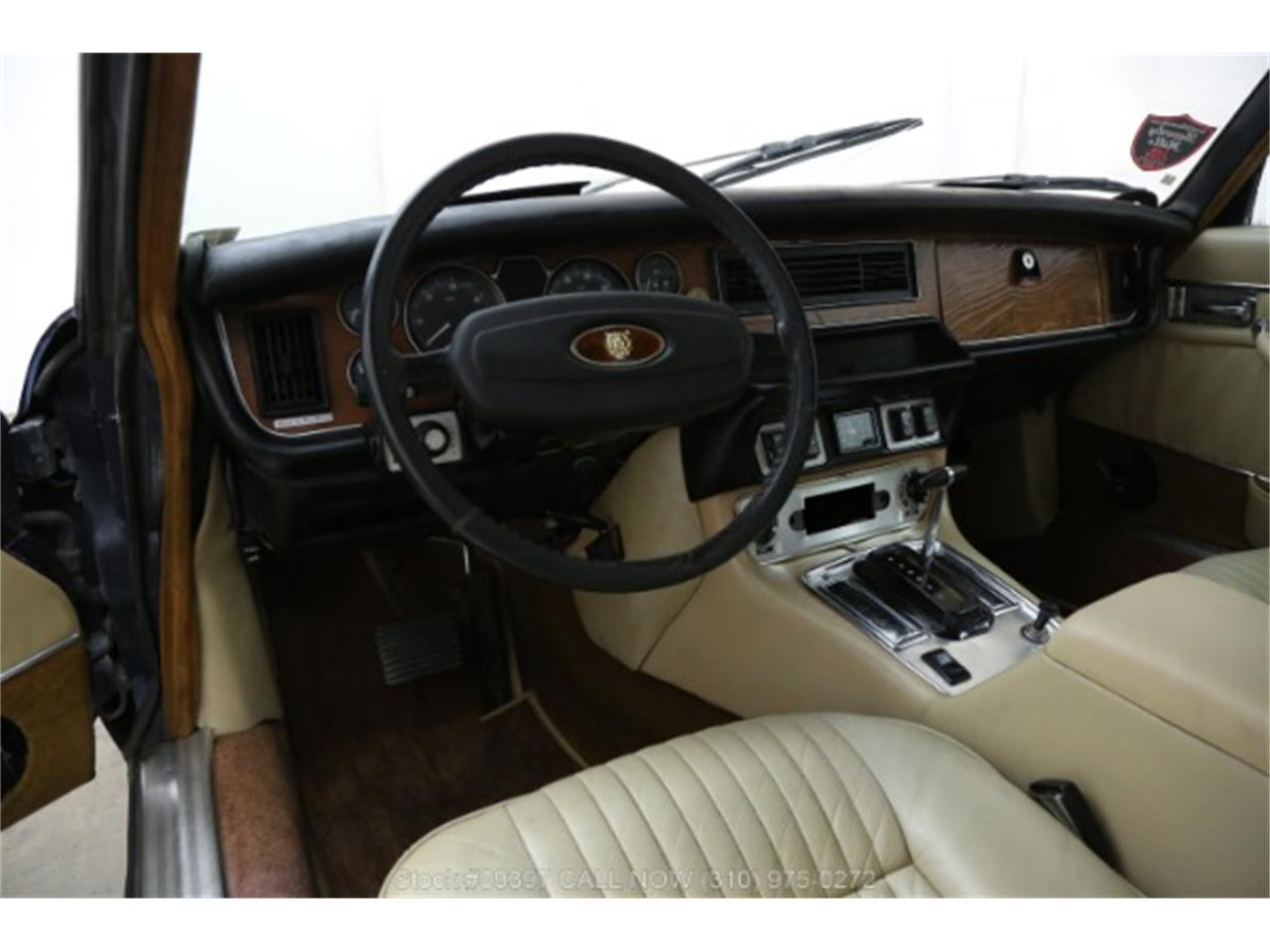 Large Picture of 1975 Jaguar XJ6 located in Beverly Hills California - MZ7R