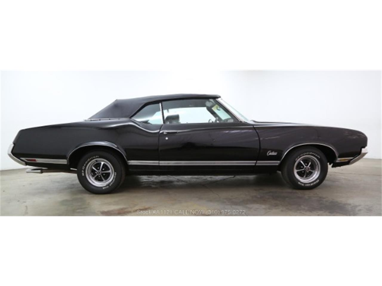 Large Picture of Classic 1970 Oldsmobile Cutlass Offered by Beverly Hills Car Club - MZ8B