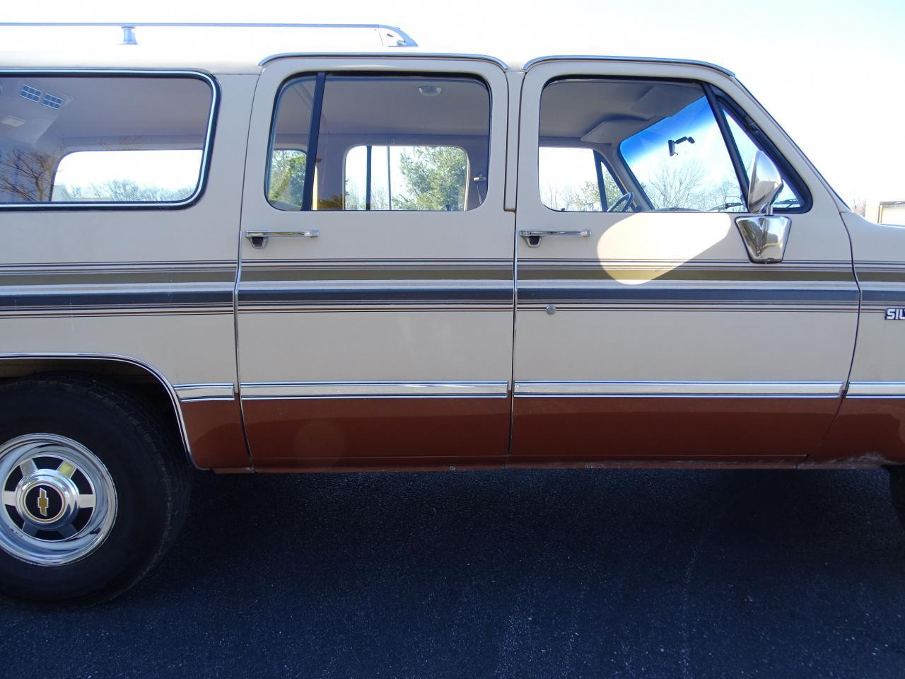Large Picture of 1986 Chevrolet C/K 20 located in O'Fallon Illinois - $10,595.00 Offered by Gateway Classic Cars - St. Louis - MZE8