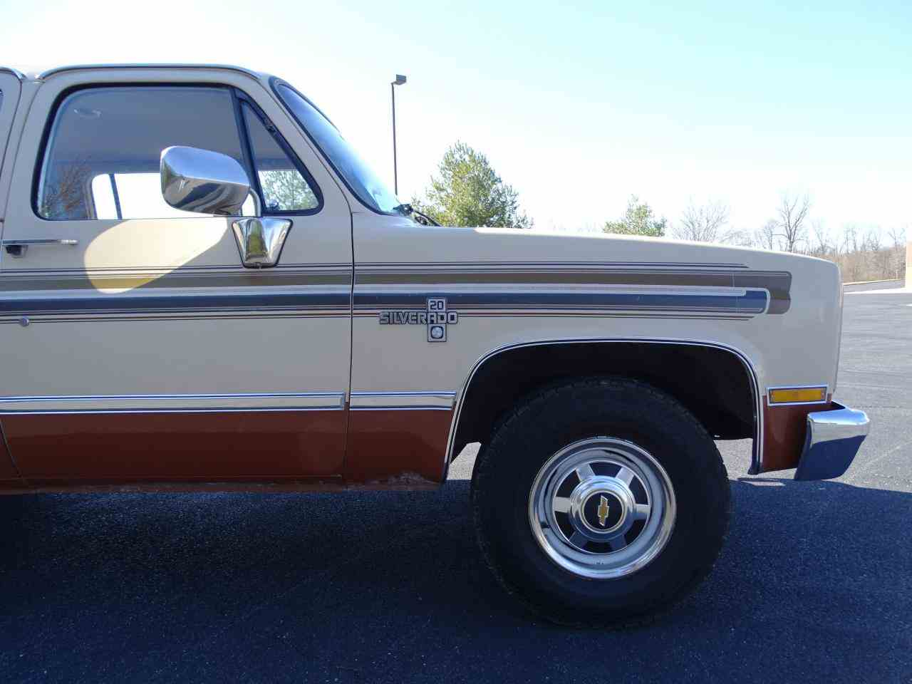 Large Picture of '86 Chevrolet C/K 20 located in O'Fallon Illinois Offered by Gateway Classic Cars - St. Louis - MZE8