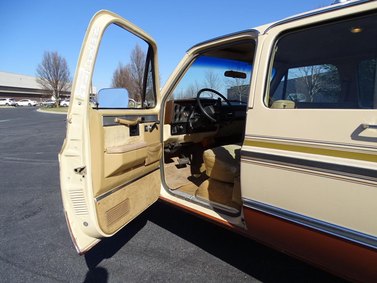Large Picture of 1986 Chevrolet C/K 20 - $10,595.00 - MZE8