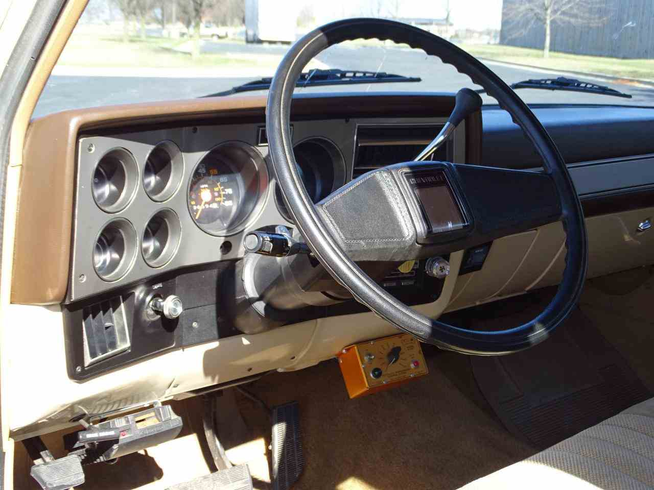 Large Picture of '86 Chevrolet C/K 20 - MZE8