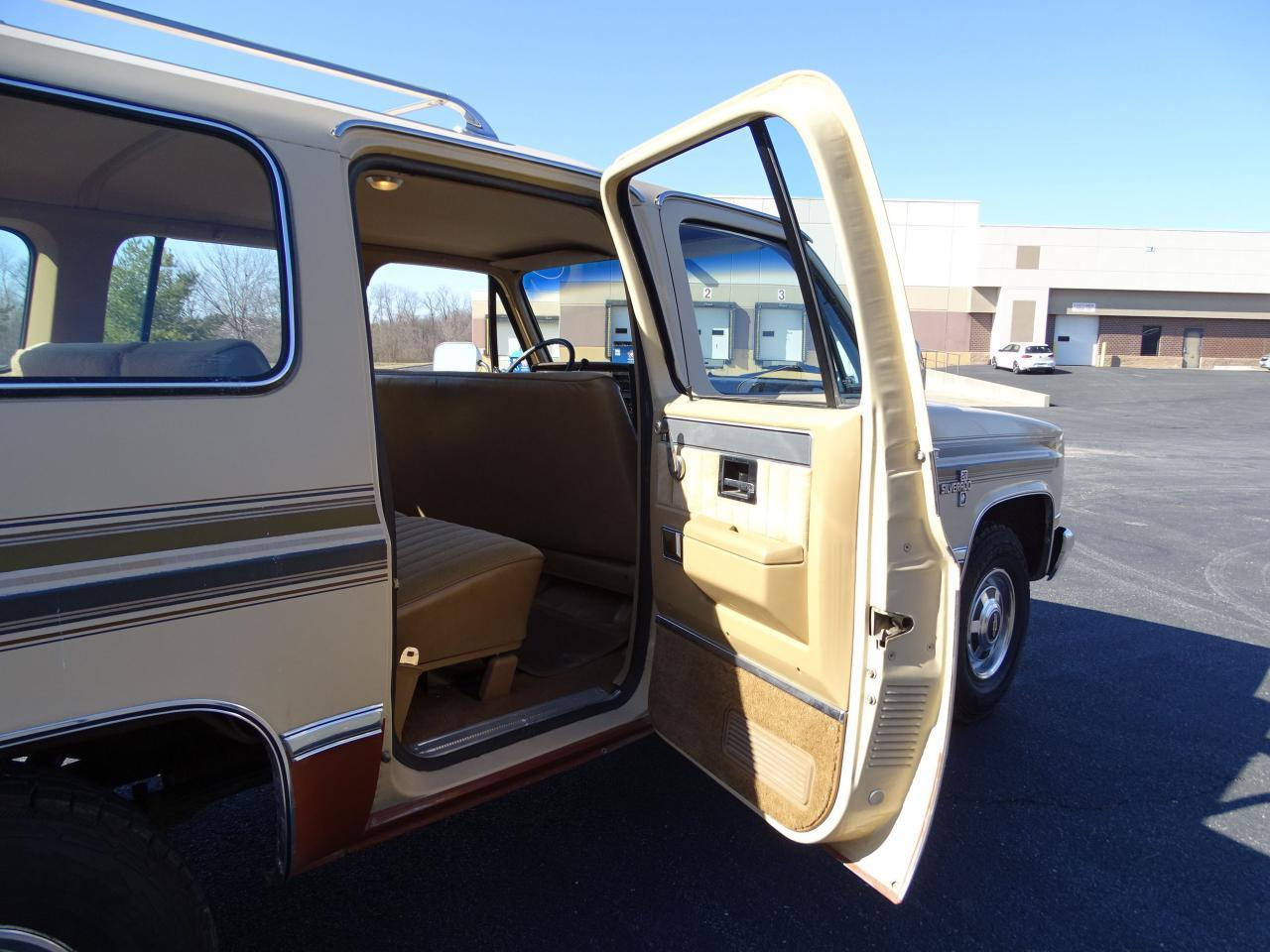 Large Picture of 1986 Chevrolet C/K 20 located in Illinois Offered by Gateway Classic Cars - St. Louis - MZE8