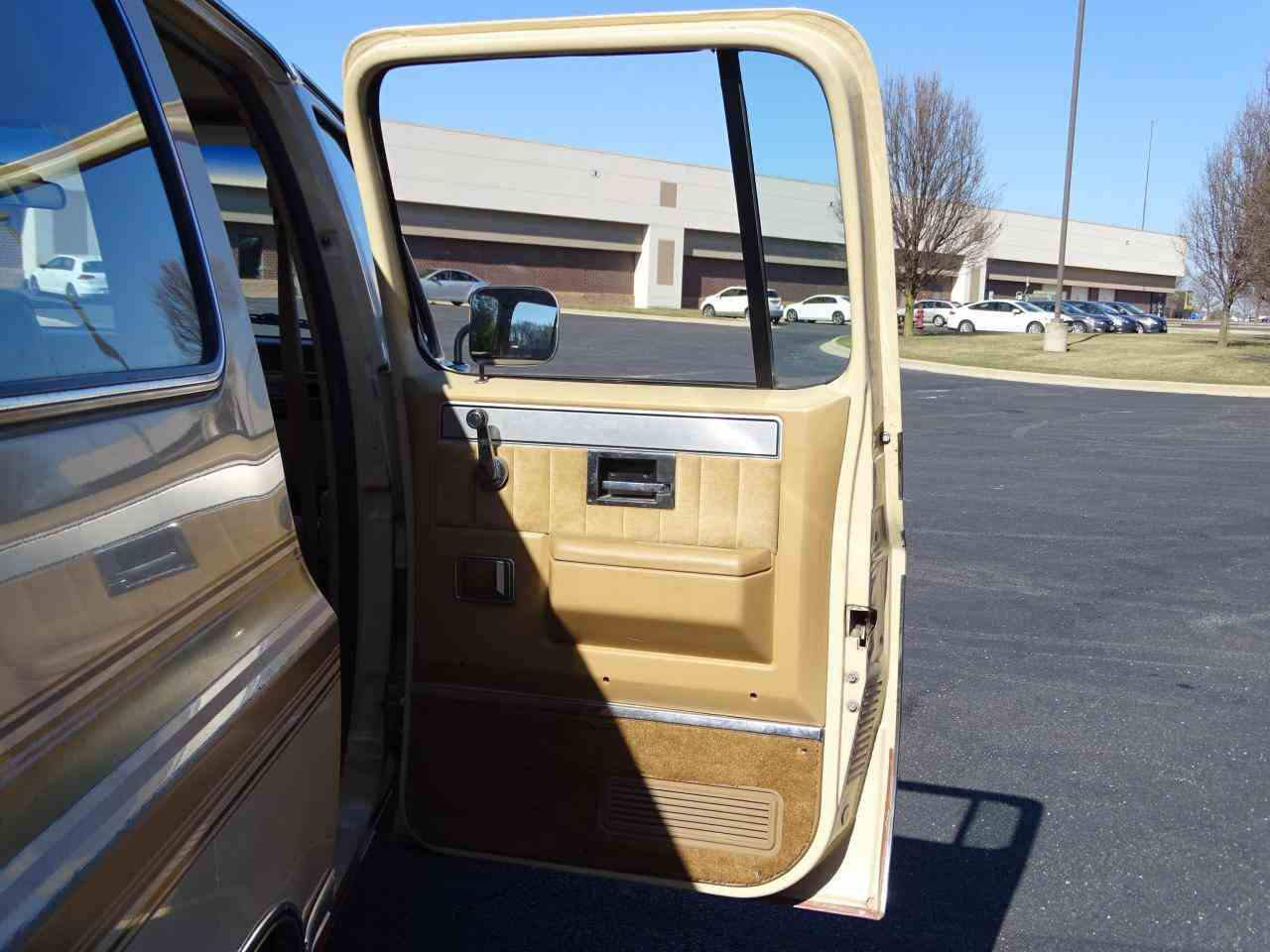 Large Picture of 1986 Chevrolet C/K 20 - $10,995.00 Offered by Gateway Classic Cars - St. Louis - MZE8