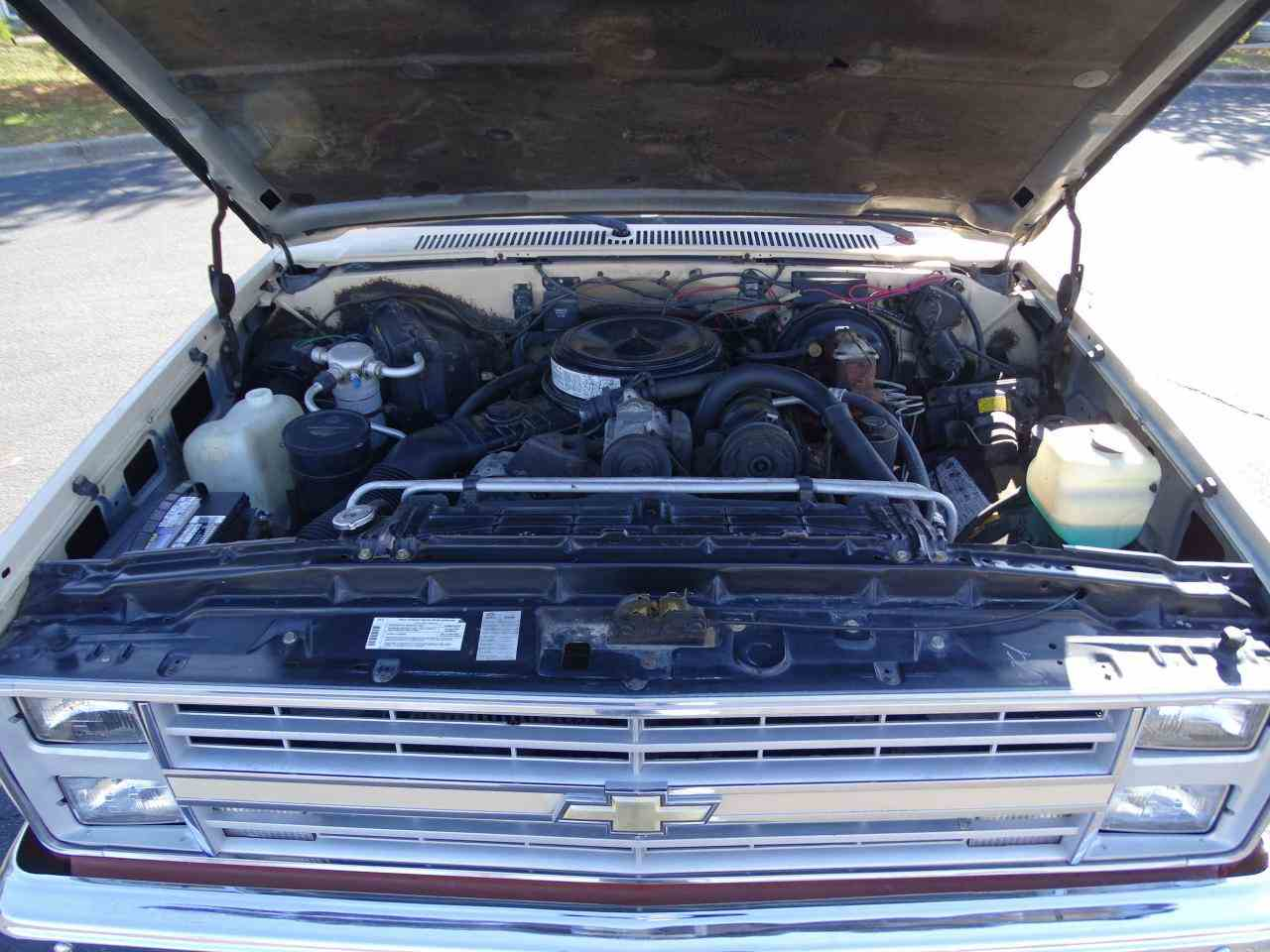 Large Picture of 1986 Chevrolet C/K 20 located in O'Fallon Illinois - $10,995.00 Offered by Gateway Classic Cars - St. Louis - MZE8