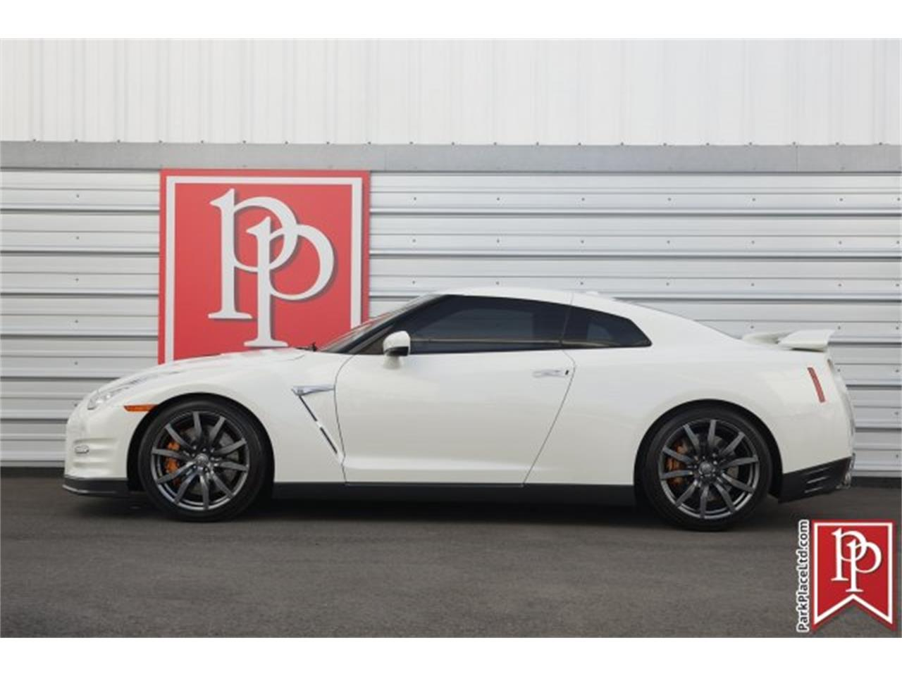 Large Picture of 2015 GT-R - MZF7