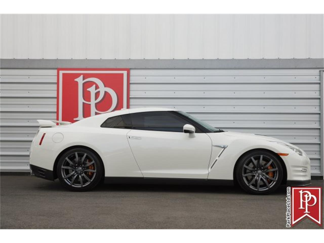 Large Picture of 2015 GT-R Offered by Park Place Ltd - MZF7