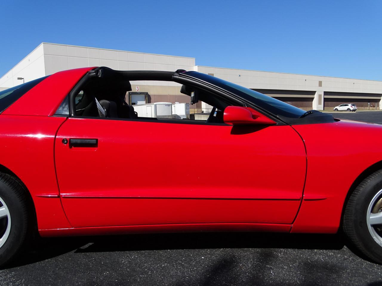 Large Picture of 1996 Pontiac Firebird located in Illinois - $8,995.00 - MZF9