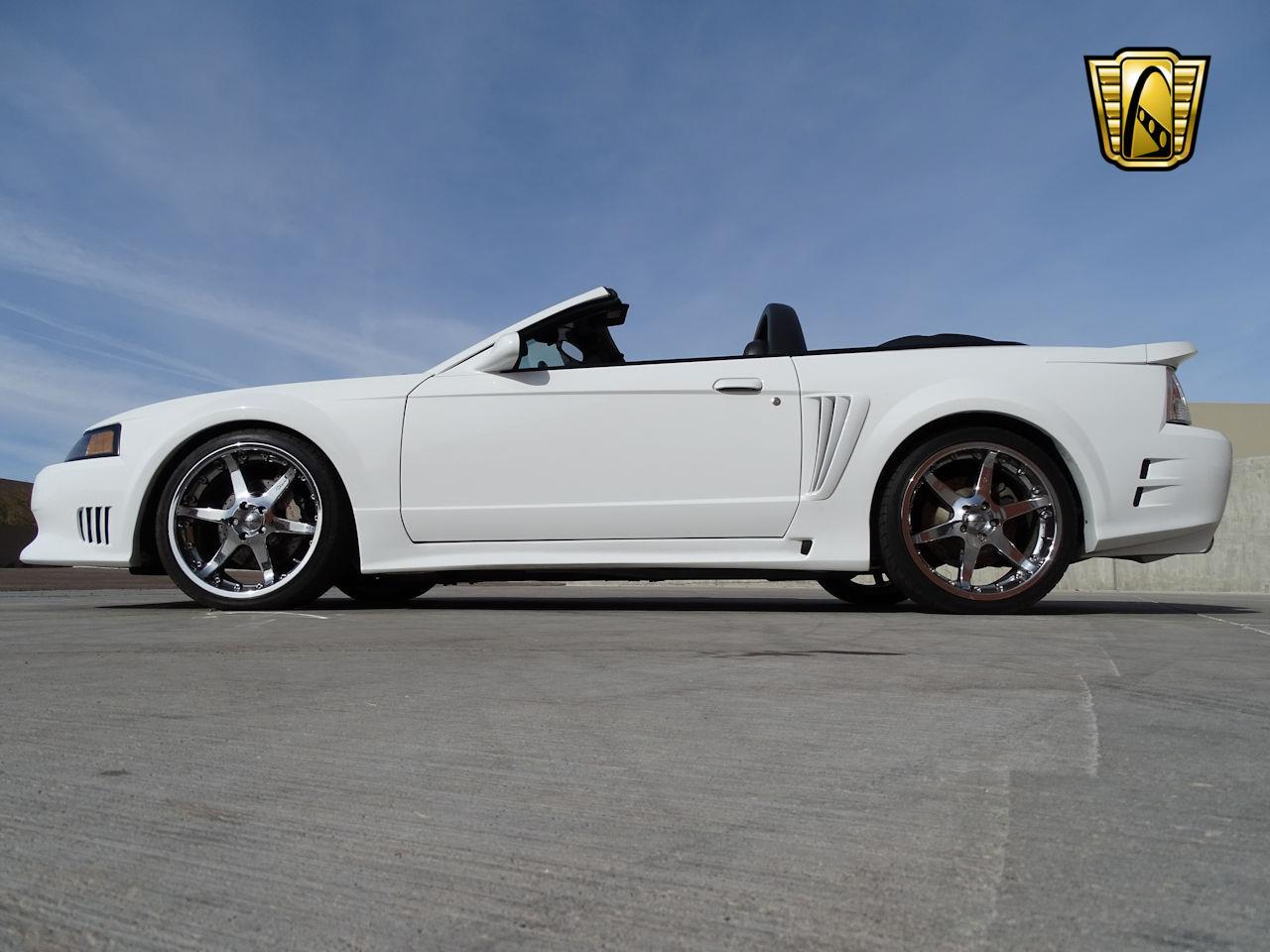 Large Picture of '02 Ford Mustang - MZG0