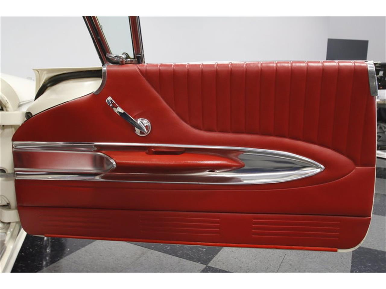 Large Picture of Classic 1960 Thunderbird - MZHS