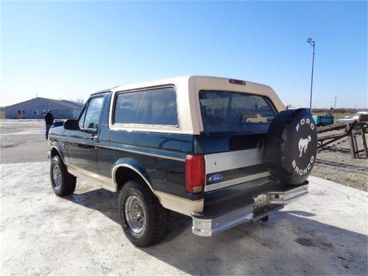 Large Picture of '93 Bronco Offered by Country Classic Cars - MZIW