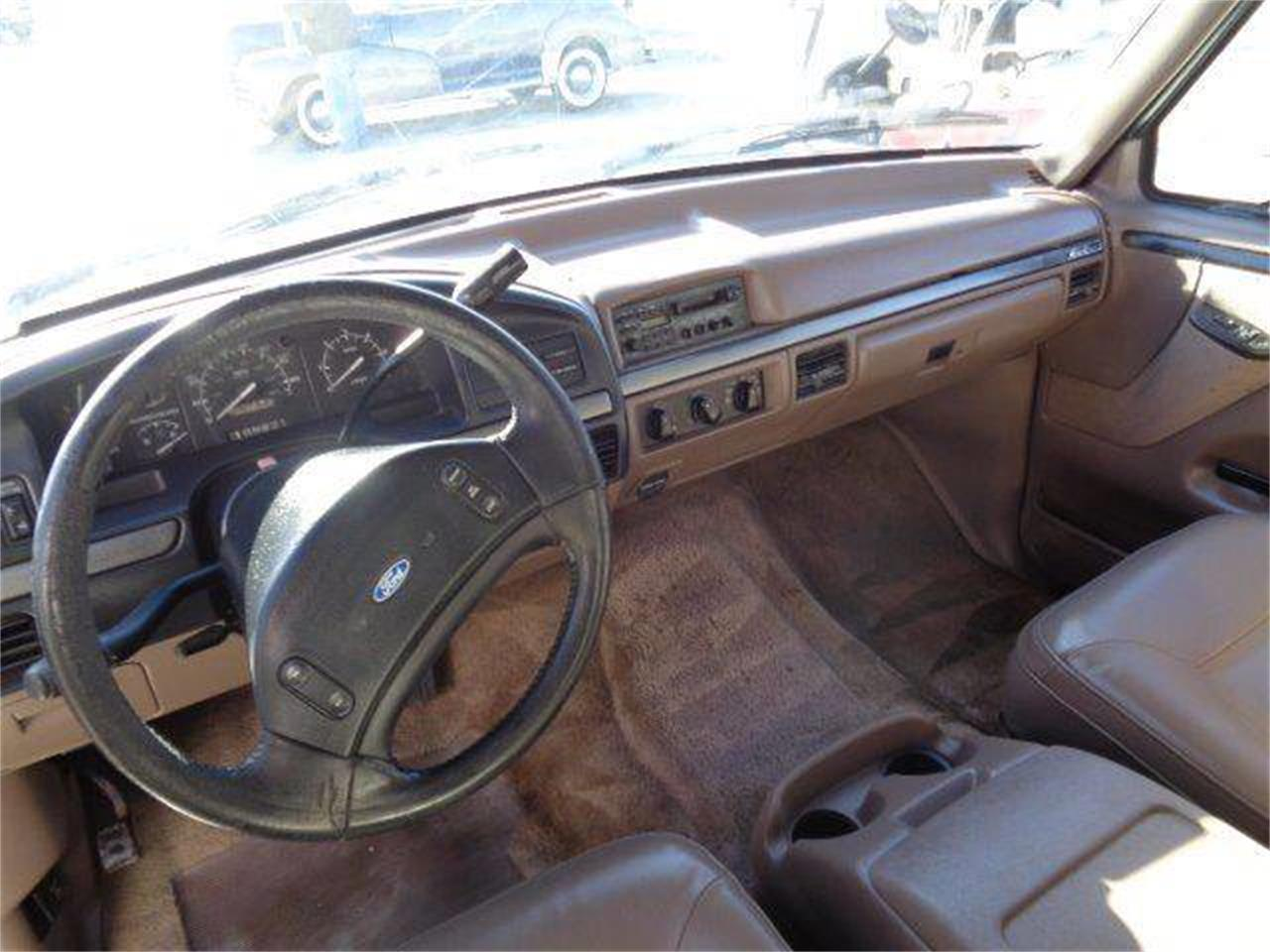 Large Picture of '93 Ford Bronco located in Staunton Illinois Offered by Country Classic Cars - MZIW