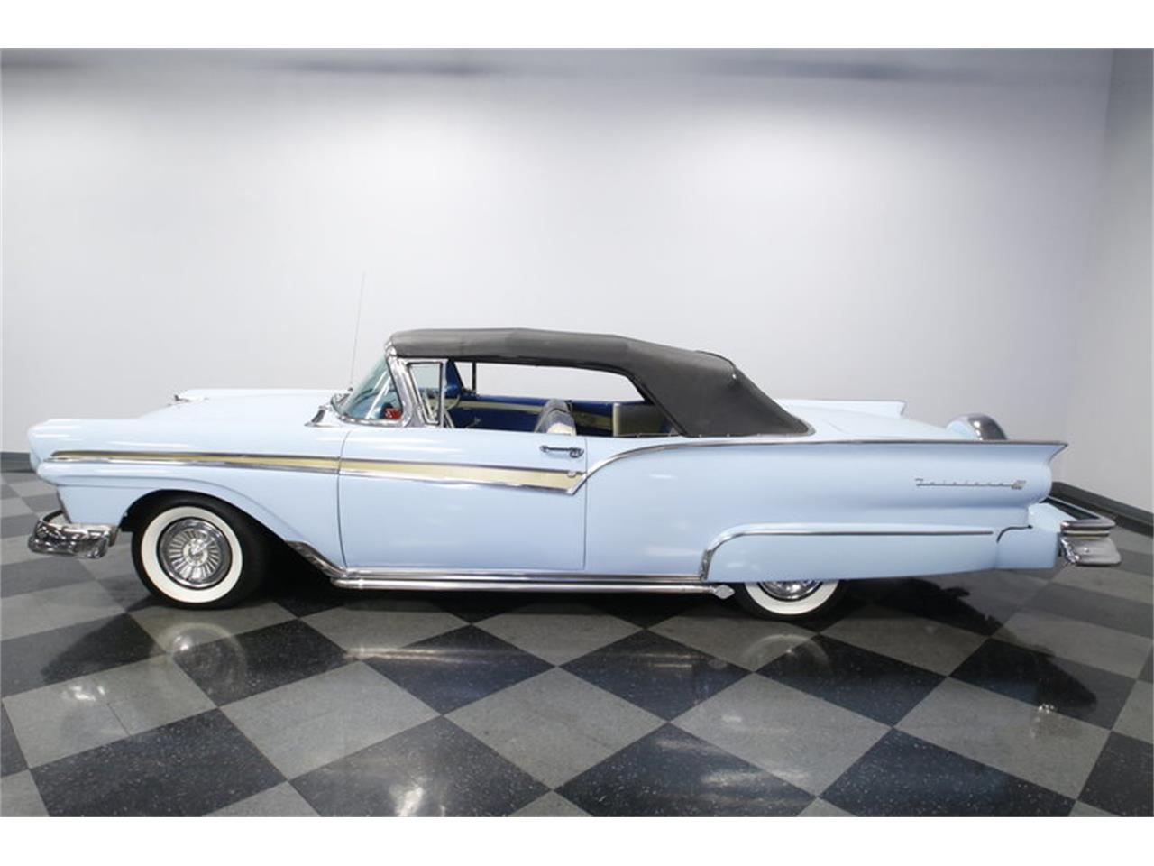 Large Picture of 1957 Ford Fairlane - MZJ8