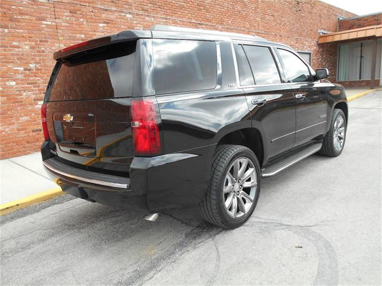 Large Picture of '15 Chevrolet Tahoe located in Kansas - MZJC