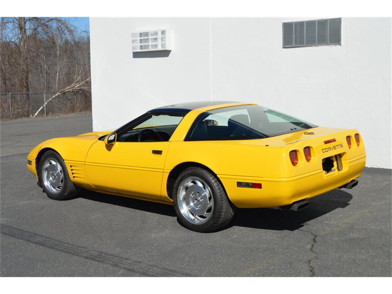 Large Picture of '93 Chevrolet Corvette located in Massachusetts - $8,990.00 - MZK6